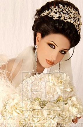 Gorgeous Detailed Bridal Headpiece and Dramatic Smoky Eye Makeup For Wedding
