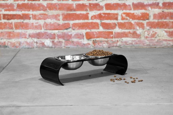 Curvaceous, aesthetically arresting and inspired by the graceful poise of a dancer, the ultra-chic the Ashford Collection Pet Diner celebrates the senses and elevates the everyday to elegance in everyway.