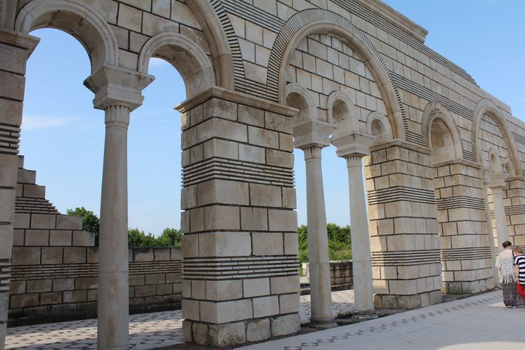 Ruinen einer Basilika in der alten Hauptstadt Pliska #hauptstadt #basilika #ruinen #pliska #bulgaria #travel #roundtrip #eberhardt_travel #eht #richtigreisen #bulgarien