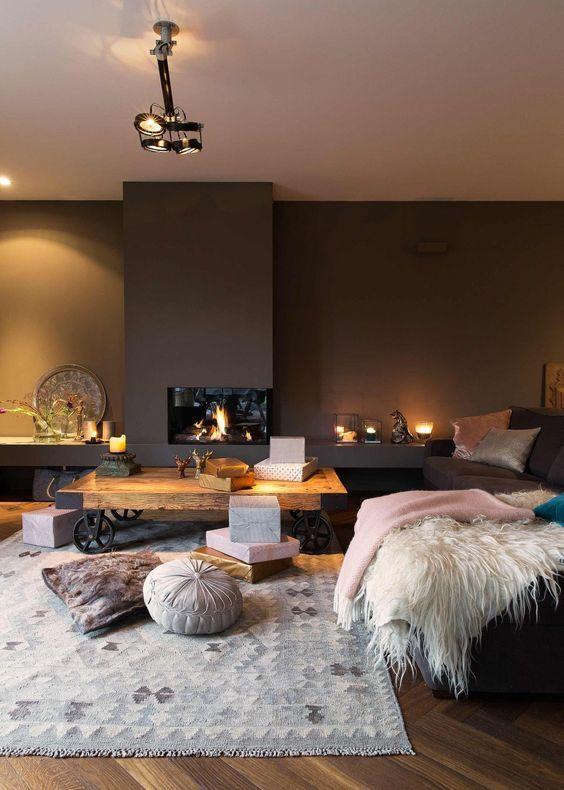 On aime ce salon où il fait bon vivre et où les meubles se déplacent, pour nous laisser de la place au coin du feu.