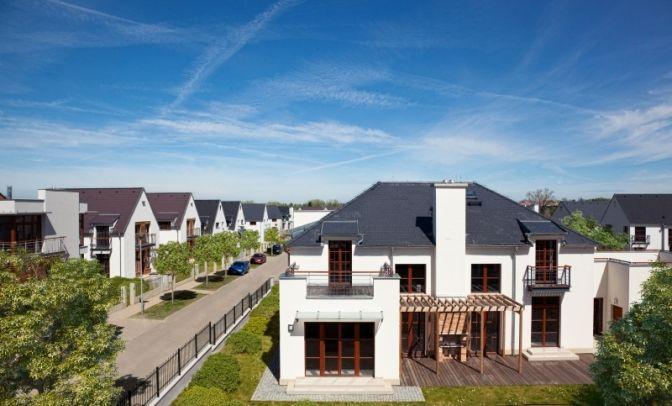 Продажа элитной недвижимости в Праге. Коттеджный поселок BENICE, находится всего 15 минутах езды на машине до центра города по автомагистрали D1, соединяющей Вену и Прагу.