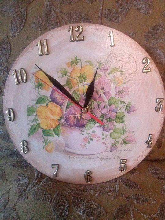 I drugi zegar - prezent dla drugiej mamy :) zdjęcie krzywe, bo córcia skakała na kanapie :)