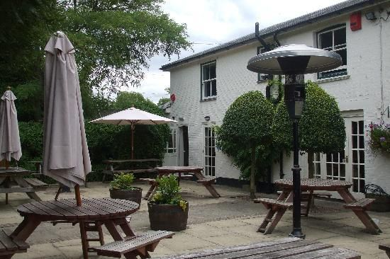 East End Arms next to #theploughmanscottage rented by #newforestescapes They do good food here. Enjoy.