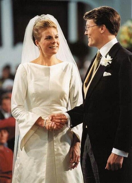 The engagement of Prince Constantijn (youngest brother of King Willem Alexander of the Netherlands, ) and Petra Laurentien Brinkhorst was announced on 16 December 2000. The civil marriage was conducted by the mayor of The Hague, Wim Deetman, in the Oude Raadzaal, Javastraat, The Hague, on 17 May 2001. The church wedding took place two days later on 19 May in the Grote of St Jacobskerk, with Reverend Carel ter Linden officiating.