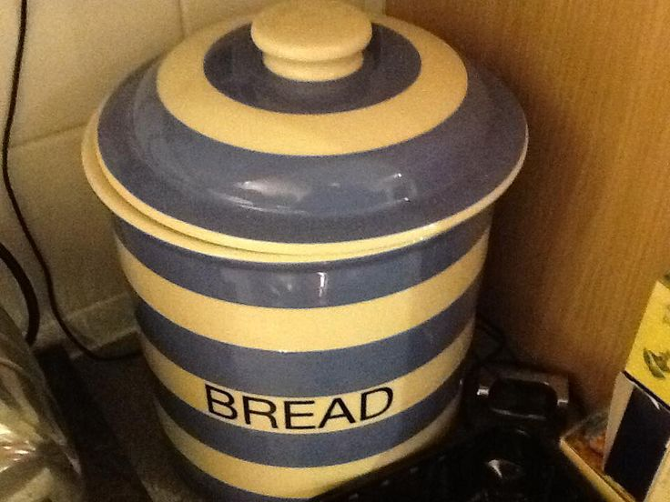 """""""This [bread crock] does well at maintaining a balanced tempurate for storing my own sourdough."""" —Kev G ([@]Kevgblog on Twitter)"""