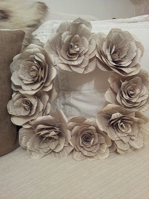Book page paper rose wreath: Wreaths Tutorials, Books Pages Flowers, Paper Rose, Paper Wreaths, Book Page Flowers, Book Pages, Twigg Studios, Paper Flowers Wreaths, Flower Wreaths