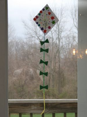 Here's a kite craft to make on a rainy day! Each child can personalize their kite by decorating them however they wish!