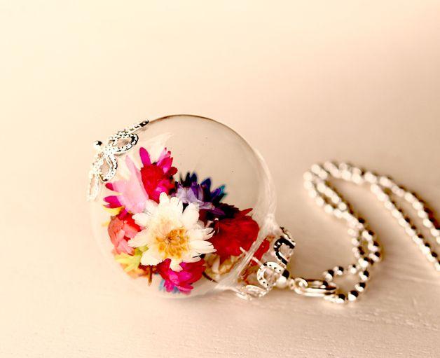 Lange Glaskugelkette mit echten Blüten in Silber / long glass bead chain with real flower petals in silver made by Viviannaschmuck via DaWanda-com