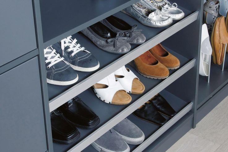 Walk in closet - skoställ Måttbeställd garderobsinredning