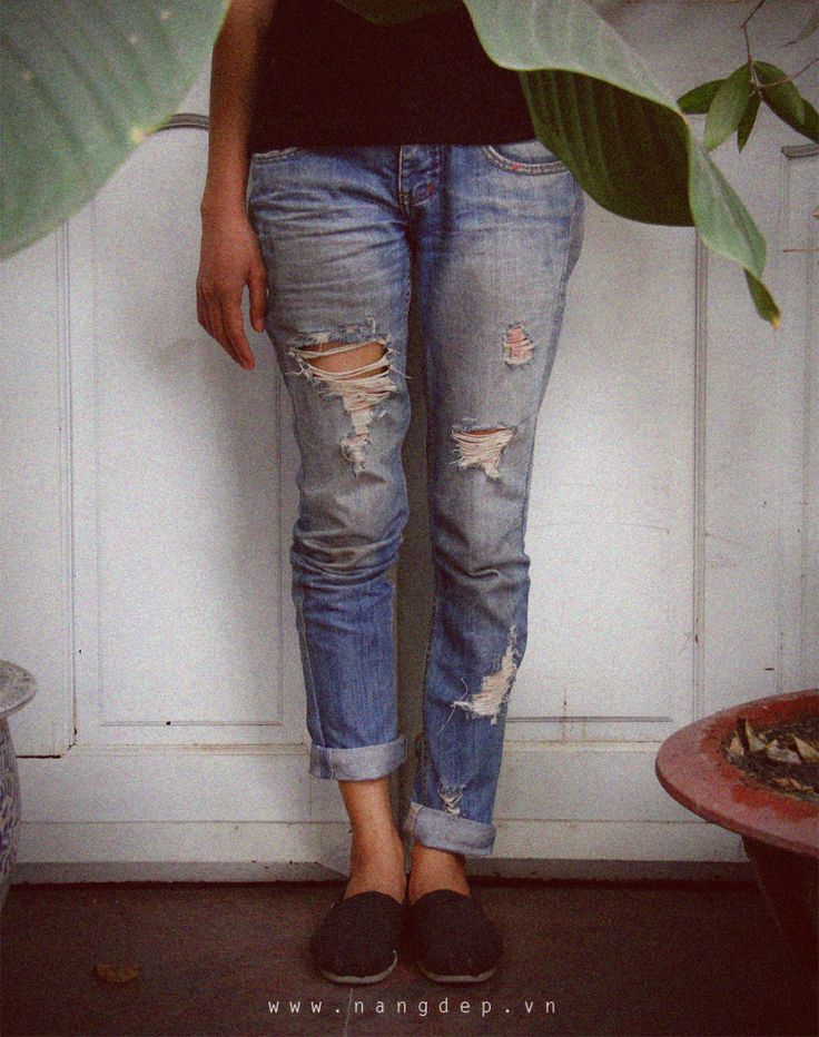 How to tear jeans