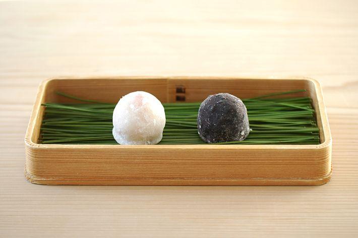 HIGASHIYA 苺餅 黒米餅