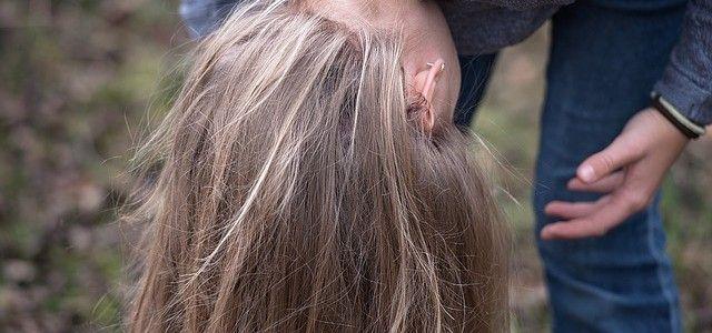 Kopfhautjucken – wie man den Juckreiz besiegt