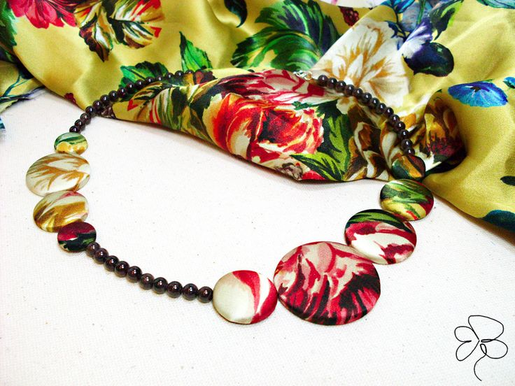 Necklace in silk with flowers
