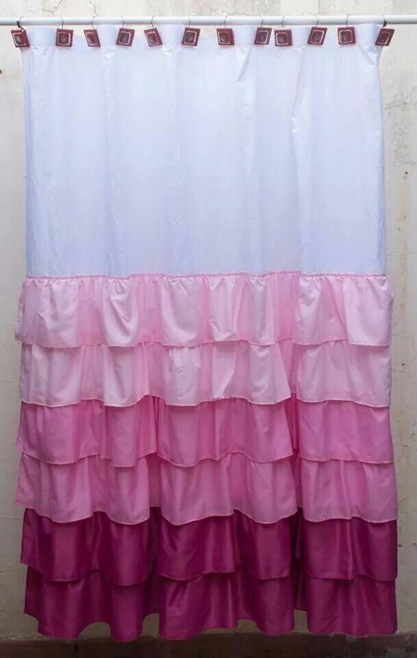 Cortina de baño blanca con volados en degrade rosados..   Shower curtain