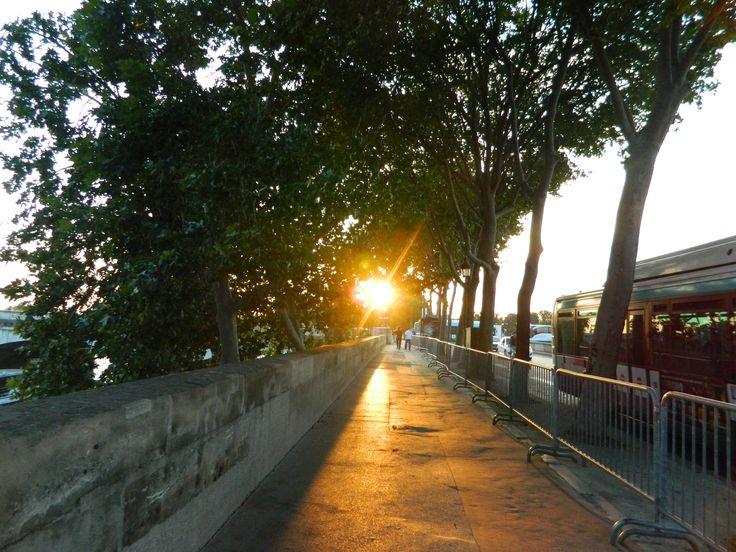 Let's take a stroll in Paris.