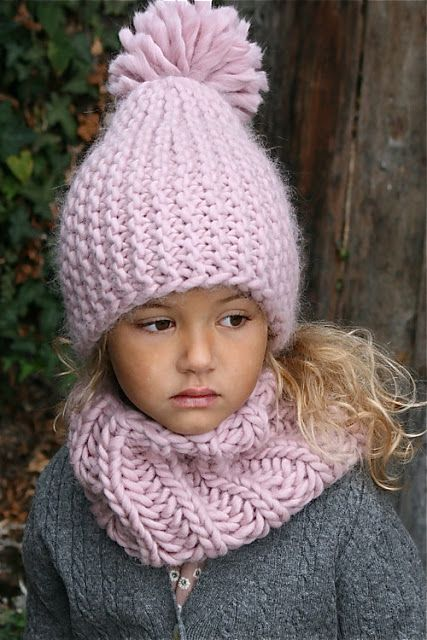 Kids knitted hat and cowl