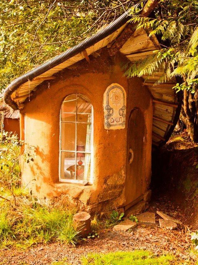 Built at the Cob Cottage Complex in Oregon. This side ...