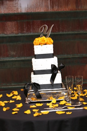 black and yellow wedding cakes -Black And Yellow Wedding