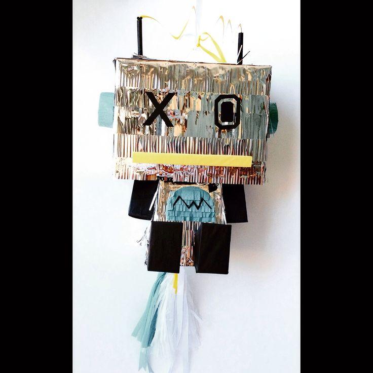 Piñata Robot para piñatizar a Noelia de @Bajounparaguas