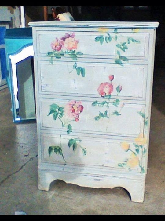 Pretty chalk paint draws