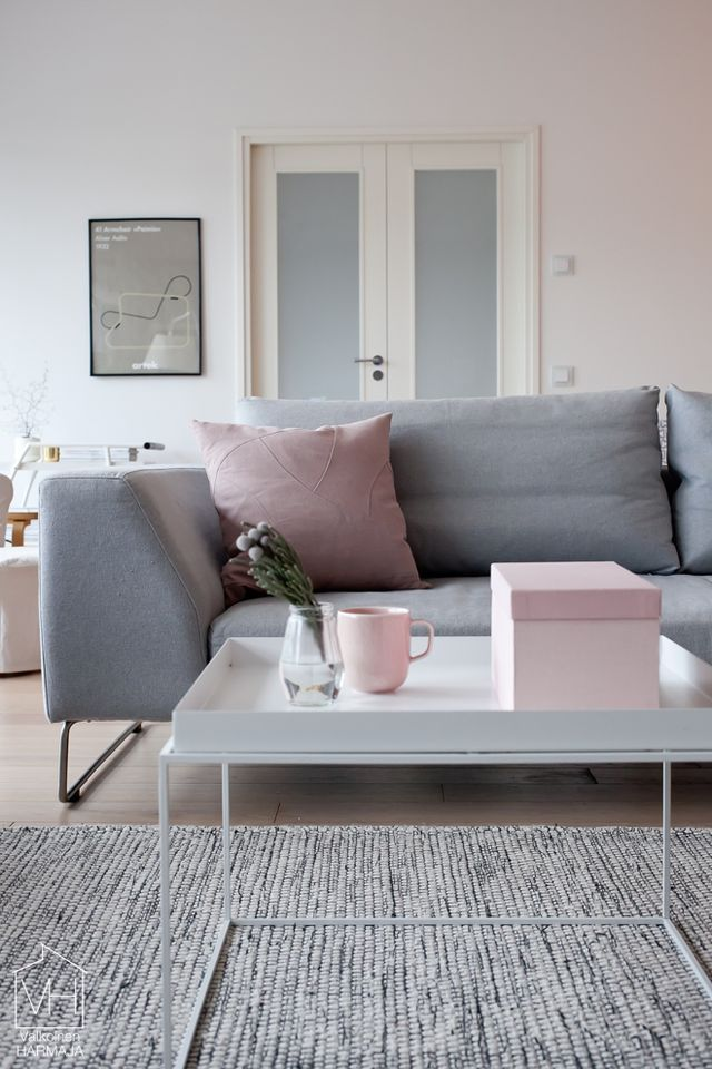Pink and grey in the livingroom