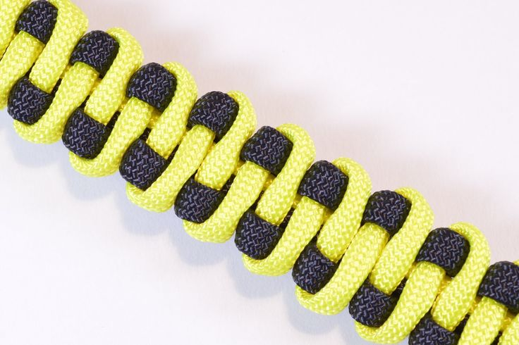 "How to Make the ""Slithering Snake"" Paracord Survival Bracelet - BoredPar..."