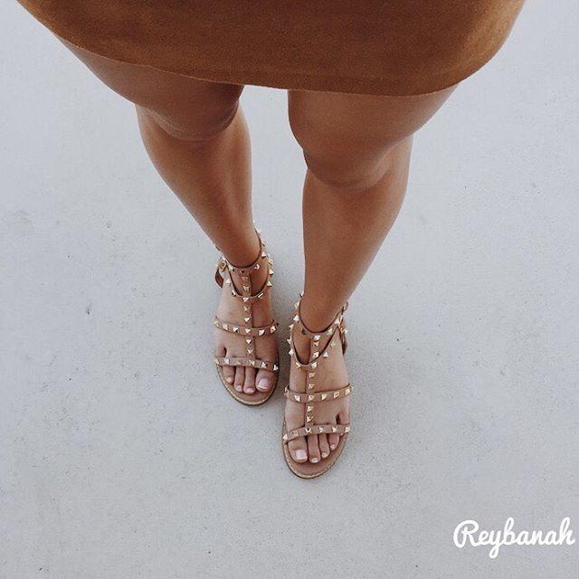 Comme un air d'été ☀️ Je ne quitte plus ces sandales cloutées, qui viennent de @missguided   #babesofmissguided#photooftheday#photo#outfitoftheday#shoes#shoesoftheday#shoesaddict#fashion#fashionstyle#americanstyle#summer#girl#lyon