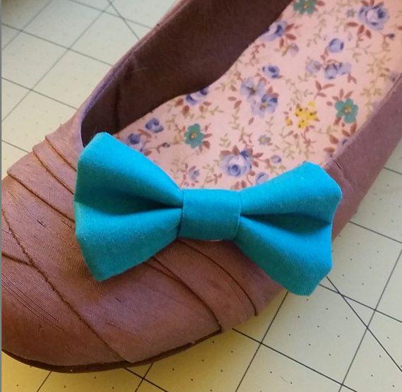 Turchese Clip su scarpa archi o scegliere da qualsiasi tessuto nel mio negozio, arco di scarpe sposa, scarpe blu archi, archi del pattino di menta, clip su archi, donne scarpa