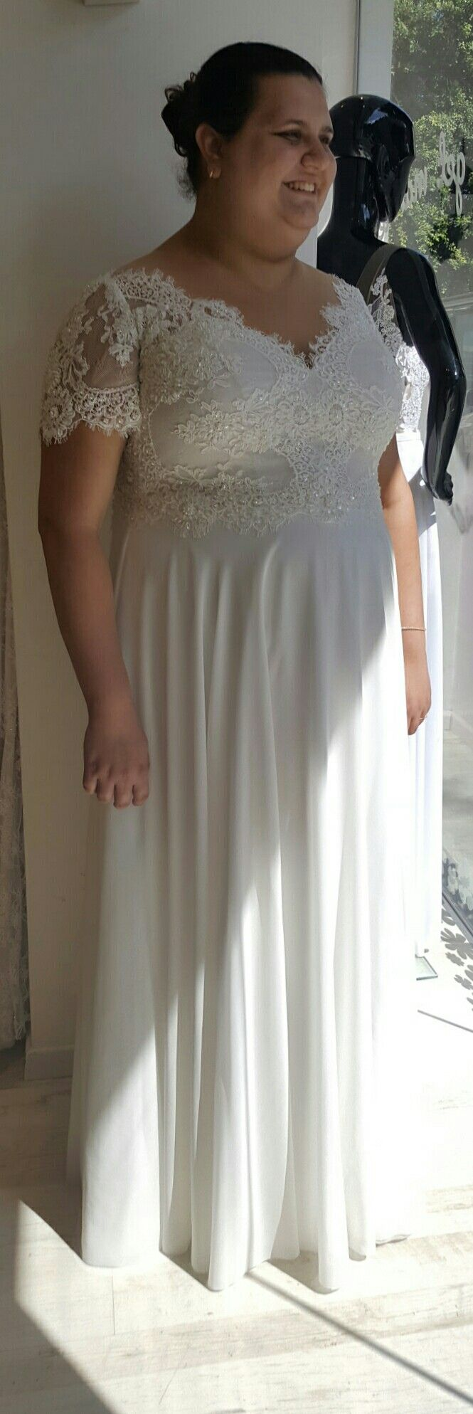 Elegant Boho bride in plus size wedding gown with short sleeves anx simple skirt Scarlet