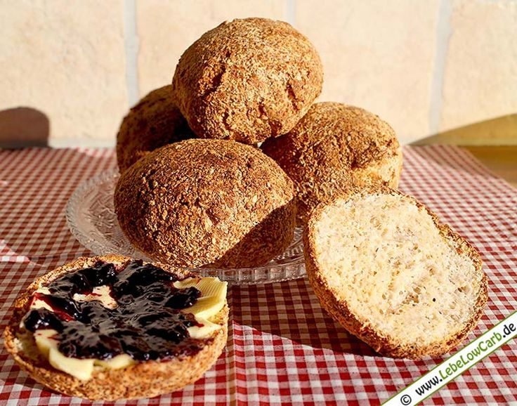 Super Grundrezept für knusprige Low Carb Brötchen (Semmeln). Eignen sich perfekt als Frühstücksbrötchen oder als Snack für unterwegs ... Bio Kokosmehl und Bio Flohsamenschalen findet Ihr in unserem Online-Shop auf www.foodonauten.de