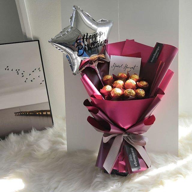 Ferrero Rocher Bouquet For Him Birthday Surprise Delivery Kl Yes We Provide Serv En 2020 Regalos De Caramelos Cestas De Regalo De Caramelos Cestas De Regalo Tematicas