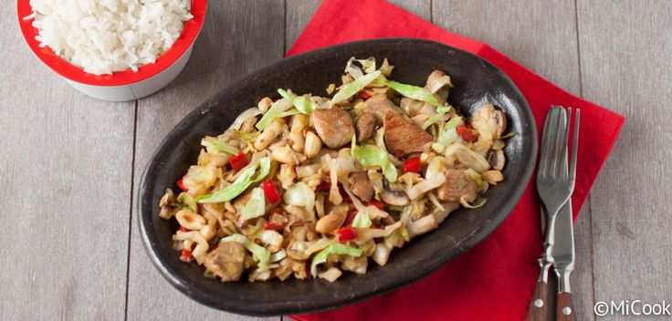 Recept voor spitskool met kip & pinda's. Lekker met wat rijst of quinoa erbij!