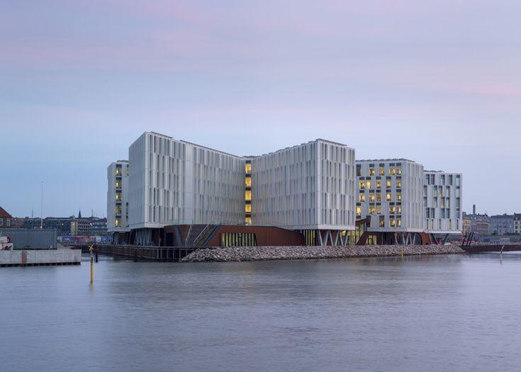 """Il 4 luglio le Nazioni Unite hanno inaugurato la loro nuova sede """"stellare"""" a Copenaghen, in Danimarca. Un'opera notevole, ispirata alla pace e alla sostenibilità, realizzata dagli architetti danesi 3X  http://lifeg.at/1cXSXLZ"""
