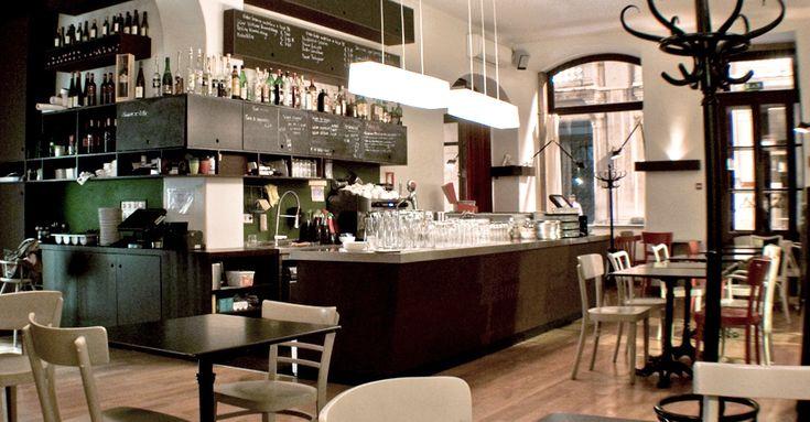 Lisboa, Chiado - kaffeehaus Rua Anchieta 3 Terça - Sexta: 12:00 - 0:00 Sábado: 11:00 - 0:00 Domingo: 11:00 - 20:00