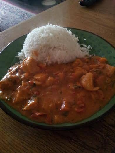 Recept hier van pinit Bij het recept dat ik vandaag uitprobeerde stond dat de saus verrukkelijk was en niets teveel gezegd alles was zaliggg aan deze Afrikaanse kipcurry met rijst