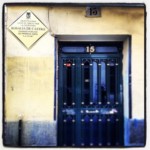 En este portal de la Calle Ballesta vivió la escritora Rosalia de Castro #madrid #españa