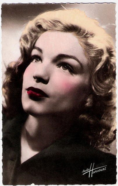 Simone Signoret (1921-1985), french postcard by editions O.P., photo studio Harcourt