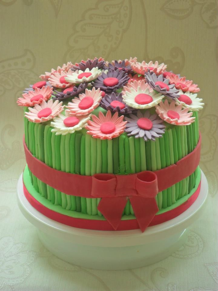 Flower bouquet cake - would look lovely with roses