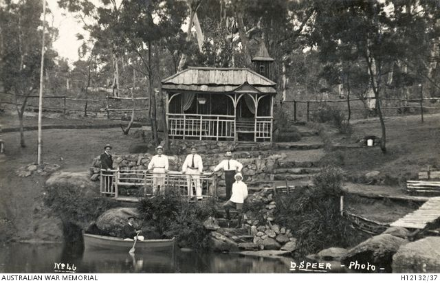 BERRIMA, NSW. C. 1916. ONE OF MANY SHELTER HUTS BUILT ON THE BERRIMA RIVER BANKS BY GERMAN INMATES AT THE INTERNMENT CAMP.