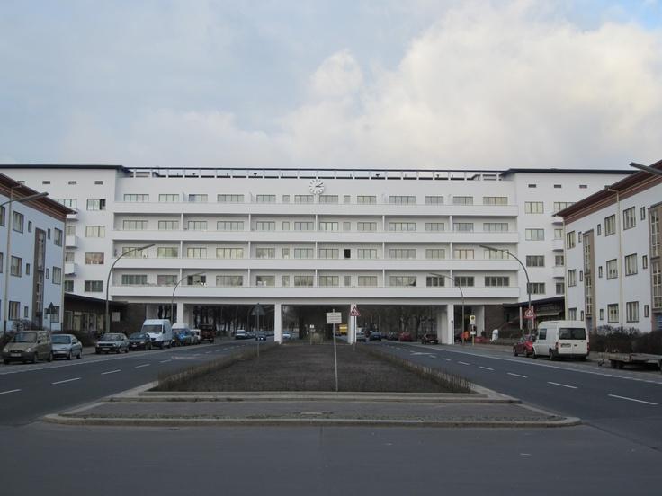 Weisse stadt -  Aroser Allee (Bauhaus architecture Berlin by Otto Rudolf Salvisberg)