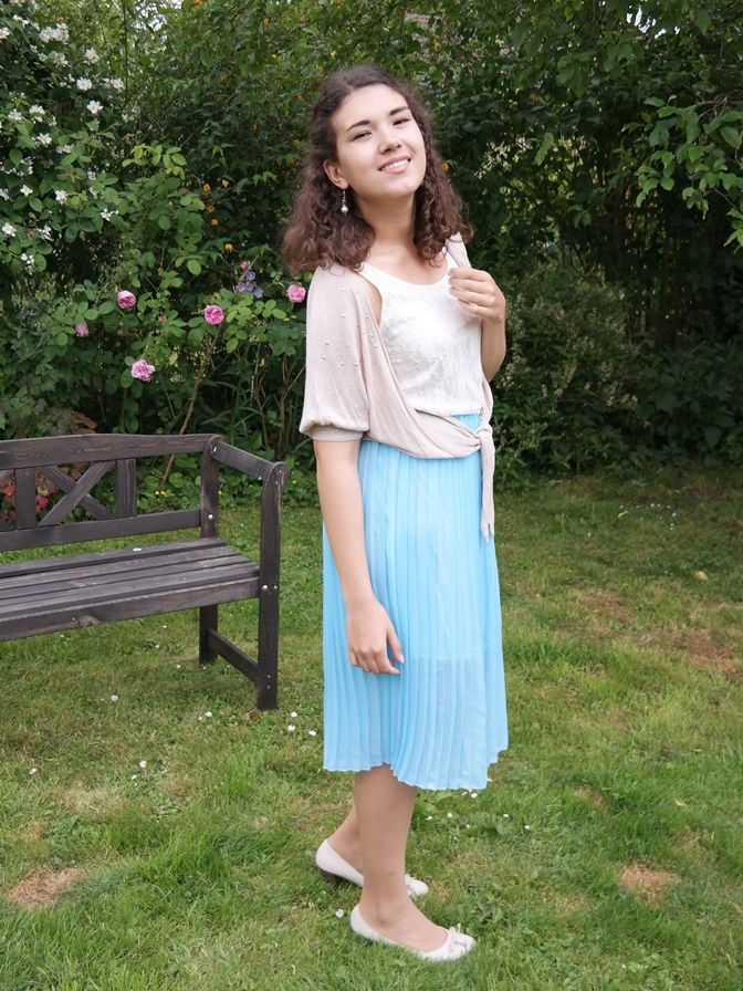 Outfit: Dress with lightblue skirt and lacetop.