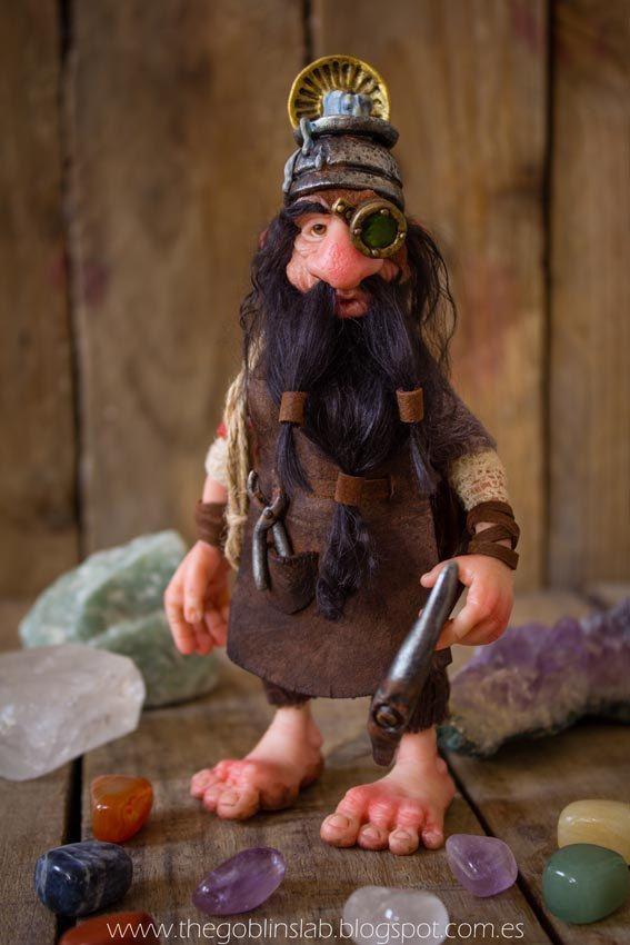 OOAK Doll. Dwarf. Criatura fantástica.  Enano de la suerte por GoblinsLab. MYTHICAL CREATURE. Fairies and Goblins.  Handmade. Ooak Doll. criatura fantástica. Criaturas Mágicas de Fantasía hechas a mano, por el artista Moisés Espino. The Goblin´s Lab. Madrid. Criaturas 100% hechas a mano. Duendes, Hadas, Trolls, Goblins, Brownies, Fairies, Elfs, Gnomes, Pixies....  *Artist Links:  http://thegoblinslab.blogspot.com.es/ https://www.etsy.com/shop/GoblinsLab http://goblinslab.deviantart.com/