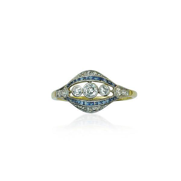 Safir - Diamant - Ring mit 0,182ct Diamanten und Saphiren  #Schmuck #Schmuckboerse #vintage #verlobung #diamant #safir #antiquejewels #diamondearrings #jewelry mehr: https://www.schmuck-boerse.com/index-gold-ringe-7.htm Vintage First & Second Schmuck kaufen - verkaufen durch Gutachter und Sachverständigen im Auftrag von Privat. Aus Erbschaft, Nachlass und Collections-Auflösungen. Privatsammlungen und Adelsbesitz