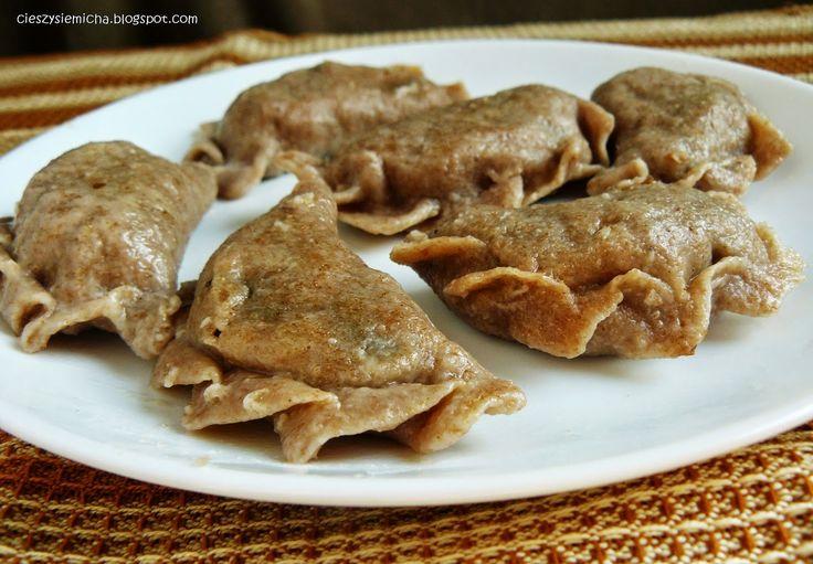 Cieszy się micha...: Pierogi z mąki orkiszowej pełnoziarnistej z kaszą gryczaną i pieczarkami