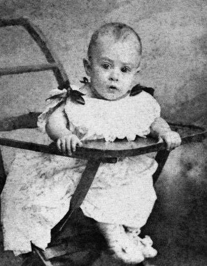 Fernando Pessoa. Una de las primeras fotos que le tomaron al lusitano de los heterónimos.