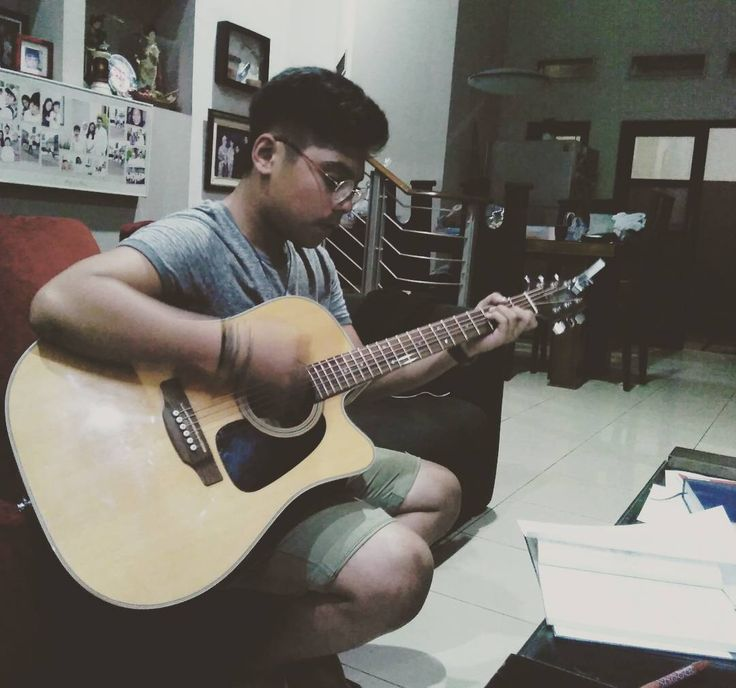 Mario Music Art students @fiqraditya evening class - transposition modes \m/ cc : @didamuli88  Booking Class & More Info Invite BBM 54651E4B / WA +6287882600800 Open Registration Class For Acoustic / Electric Guitar, Vocal, Drums, Piano - Keyboard. Qualified Instructor Graduated from Institut Musik Indonesia (IMI)  #musician #music #learning #class #education #musiceducation #student #belajarmusik #kelas #private #teacher #musisiindonesia #vocal #coaching #vocalist #educational #oasis #band…