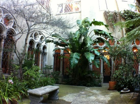 33 best images about my favourite room the courtyard on for Beautiful courtyard gardens