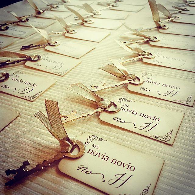 . 最新ウェディングアイテム「エスコートカード」 お名前とテーブルナンバーを書いたカード 受付で配ると席次表がわりに! bpでオリジナルペーパーアイテムの業者さんをご案内してます  #徳島 #結婚 #結婚式 #結婚式準備 #結婚準備 #ウェディング #ブライダル #ウェディングアイテム #ペーパーアイテム #ペーパークラフト #エスコートカード #オリジナルウェディング #おしゃれ #かわいい #アンティーク