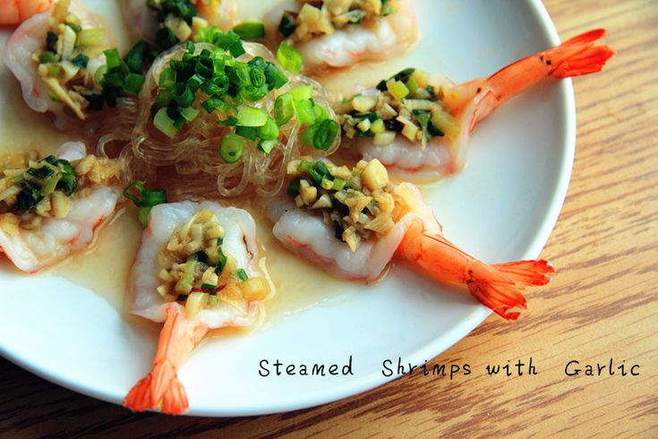 So shrimps, in Toronto, are so much better, even just the frozen ones. With some crystal noodles and garlic, you can make the best out of the yummy shrimps.