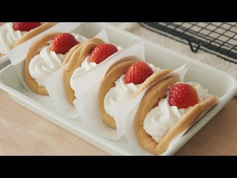 Omlet Bbang (Korean dessert sandwich) | Honeykki - YouTube